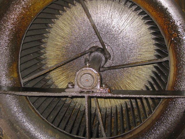 厨房排気系統ダクト排気ファン清掃前_R